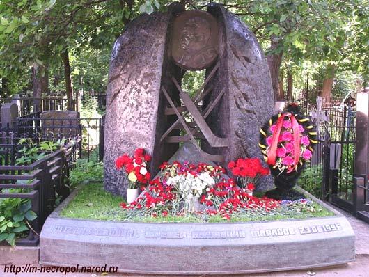 Мемориальный одиночный комплекс с крестом Баксан